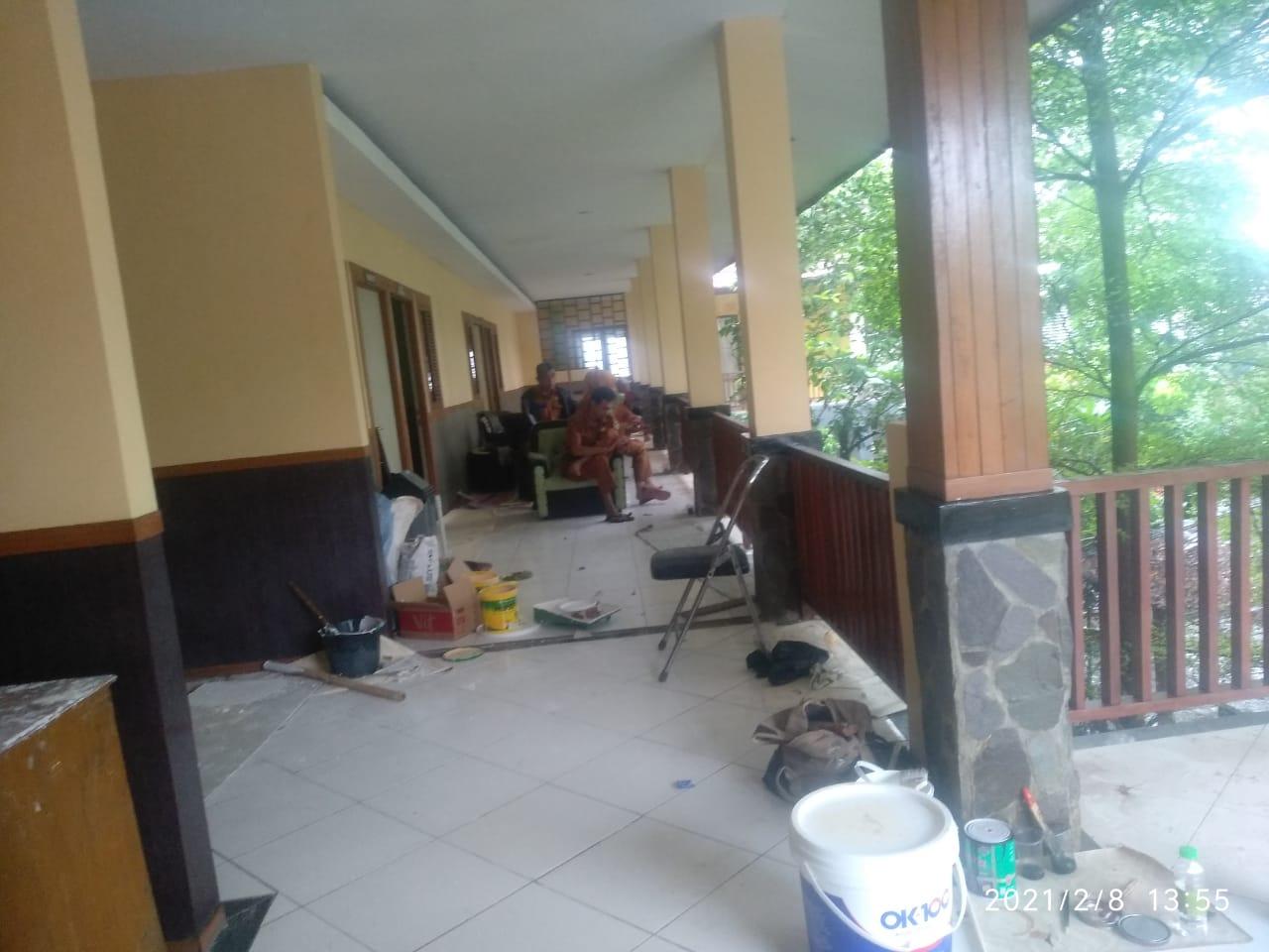 Pemdes Bungursari Melaksanakan Perawatan Kantor Desa